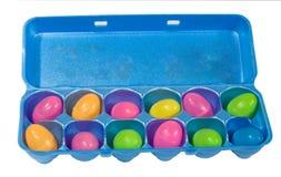 Uova di plastica in scatola dell'uovo Fotografie Stock