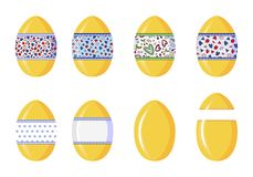 Uova di plastica di sorpresa per i presente stagionali del pacchetto e giocattoli, isolato su fondo bianco royalty illustrazione gratis