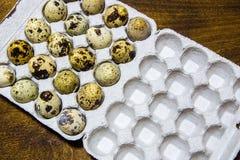 Uova di quaglia dall'azienda agricola domestica Prodotto ecologico Fotografie Stock Libere da Diritti