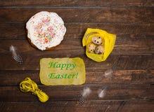Uova di quaglia di Pasqua e dolce festivo di Pasqua Pasqua felice fotografia stock libera da diritti