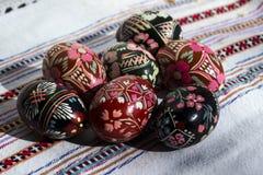 Uova dipinte per Pasqua, uova di Pasqua dell'ucranino ed uova di Pasqua o Fotografie Stock