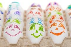 Uova divertenti con gli occhi e la bocca dipinti Fotografie Stock Libere da Diritti
