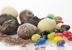 Uova e caramelle di cioccolato Fotografie Stock