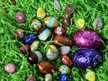 Uova e coniglietti di cioccolato dalle fabbriche del cioccolato Fotografie Stock Libere da Diritti