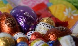 Uova e coniglietti di cioccolato dalle fabbriche del cioccolato Immagini Stock Libere da Diritti