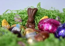 Uova e coniglietti di cioccolato dalle fabbriche del cioccolato Fotografia Stock Libera da Diritti