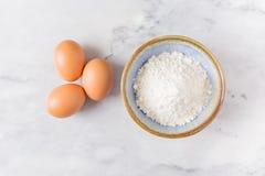 Uova e farina Fotografia Stock Libera da Diritti