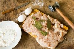 Uova e farina crude del raccordo del pollo immagine stock libera da diritti