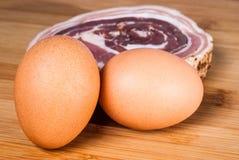 Uova e fetta del bacon Immagine Stock