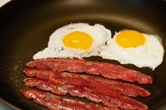 Uova e pancetta affumicata Immagine Stock Libera da Diritti
