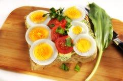 Uova e pomodori su pane Immagini Stock Libere da Diritti