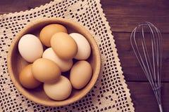 Uova fresche sopra fondo fotografie stock libere da diritti