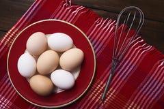 Uova fresche sopra fondo fotografia stock