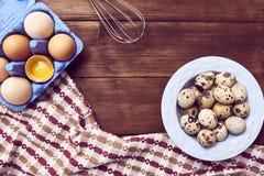 Uova fresche sopra fondo immagini stock libere da diritti
