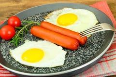 Uova fritte con le salsiccie fritte Fotografia Stock Libera da Diritti