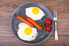 Uova fritte con le salsiccie fritte Fotografie Stock Libere da Diritti