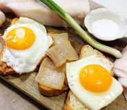 Uova fritte con pancetta affumicata Fotografie Stock Libere da Diritti