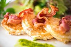 Uova fritte con pancetta affumicata Fotografia Stock