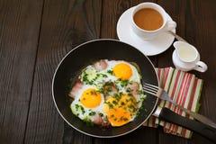 Uova fritte con pancetta affumicata Immagine Stock Libera da Diritti