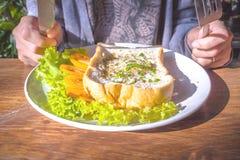 Uova fritte e pane fotografie stock libere da diritti