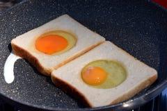 Uova fritte in una padella Immagine Stock Libera da Diritti