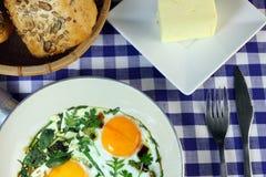 Uova fritte - una prima colazione rapida Fotografia Stock
