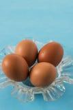 Uova isolate con fondo blu Immagini Stock Libere da Diritti