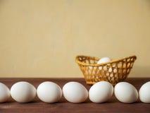 Uova nel canestro Immagine Stock