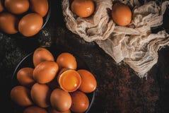 Uova organiche del pollo dell'azienda agricola Fotografia Stock