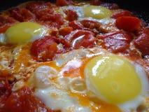 Uova rimescolate con i pomodori Immagini Stock