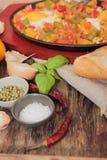 uova rimescolate con il pomodoro e la prima colazione tradizionale dei peperoni Fotografia Stock