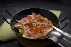 Uova rimescolate con il prosciutto spagnolo Immagini Stock