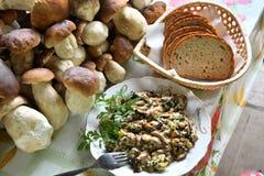 Uova rimescolate dai funghi Fotografie Stock