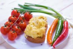 Uova rimescolate stile inglese su pane tostato Fotografie Stock