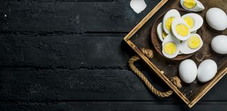 Uova sode in ciotola immagine stock