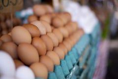 Uova su un mercato libero fotografia stock