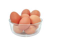 Uova su una ciotola su bianco Fotografia Stock Libera da Diritti