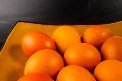 uova sul piatto marrone Fotografie Stock
