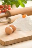 Uova sulla scheda della pasticceria Fotografia Stock Libera da Diritti
