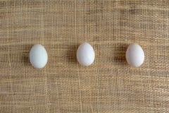 Uova sulla stuoia del canestro Fotografia Stock Libera da Diritti