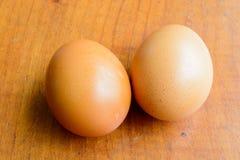 Uova sulla tavola di legno Fotografia Stock