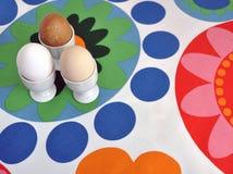 Uova in tazze Immagini Stock Libere da Diritti