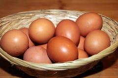 Uova in un canestro immagine stock libera da diritti