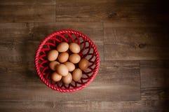 Uova in un cestino Fotografie Stock