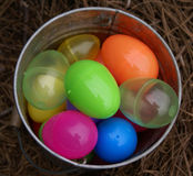Uova in una benna Immagine Stock