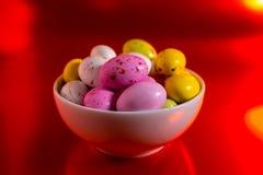 Uova variopinte dell'estere fotografie stock