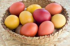 Uova variopinte di Pasqua Immagine Stock