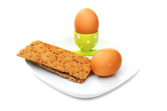 Uovo bollito in un basamento verde ed in un pane bianco. Immagine Stock Libera da Diritti