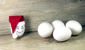 Uovo in cappello di natale Immagini Stock Libere da Diritti