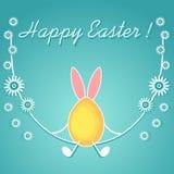 Uovo colorato con le orecchie di coniglio sull'oscillazione, decorata con i fiori, linee bianche Fotografia Stock